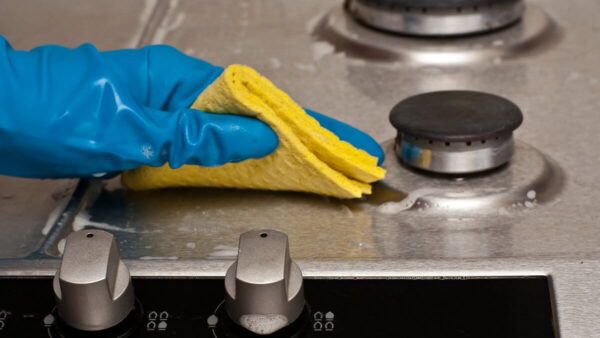 Understanding_the_difference_between_cleaning_sanitizing-600x338